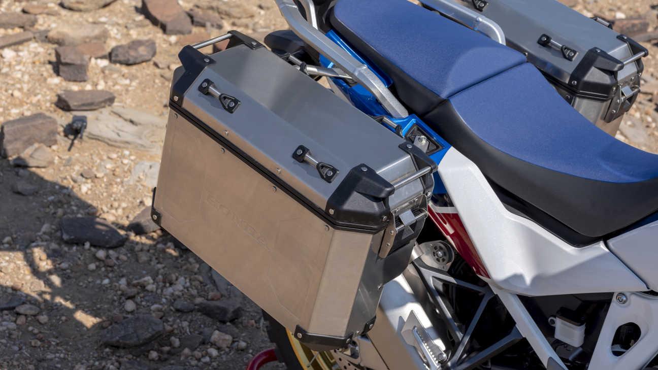 Honda Africa Twin Adventure Sports, záběr na postranní kufry