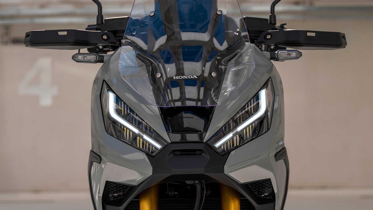 X-ADV, světlomety LED DRL sdalším úložným prostorem