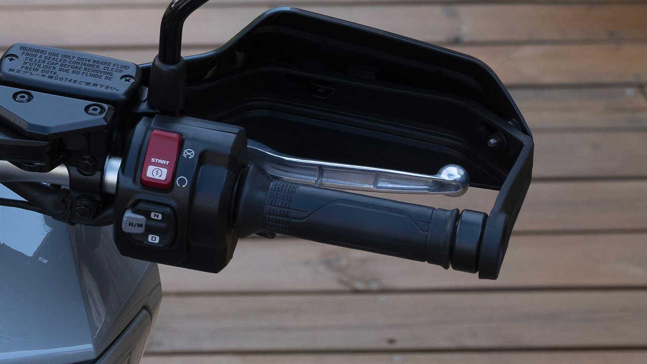 X-ADV, elektronické ovládání plynu a5jízdních režimů