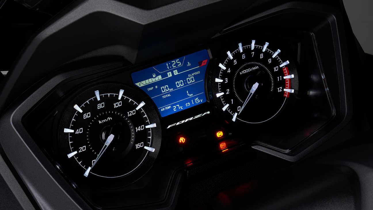 Forza 125, více údajů na přístrojovém panelu