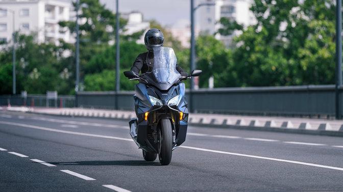Forza750, jezdec na silnici