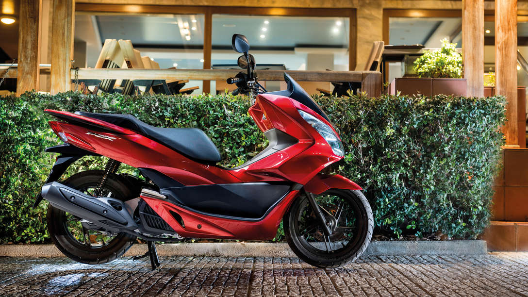 Honda-Scooter-PCX125-Location-Pearl Siena Red-Static