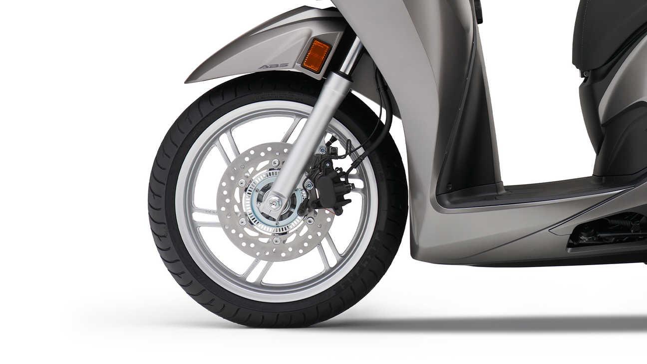 Honda SH350i – 16palcové přední azadní kolo, vysoce kvalitní zavěšení abrzdy se systémem ABS