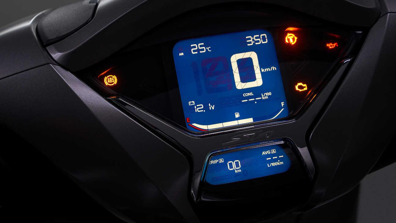Honda SH350i – systém kontroly trakce Honda (HSTC)