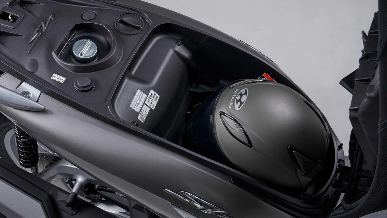 Honda SH350i – dostatek úložného prostoru aužitečný systém Smart Key