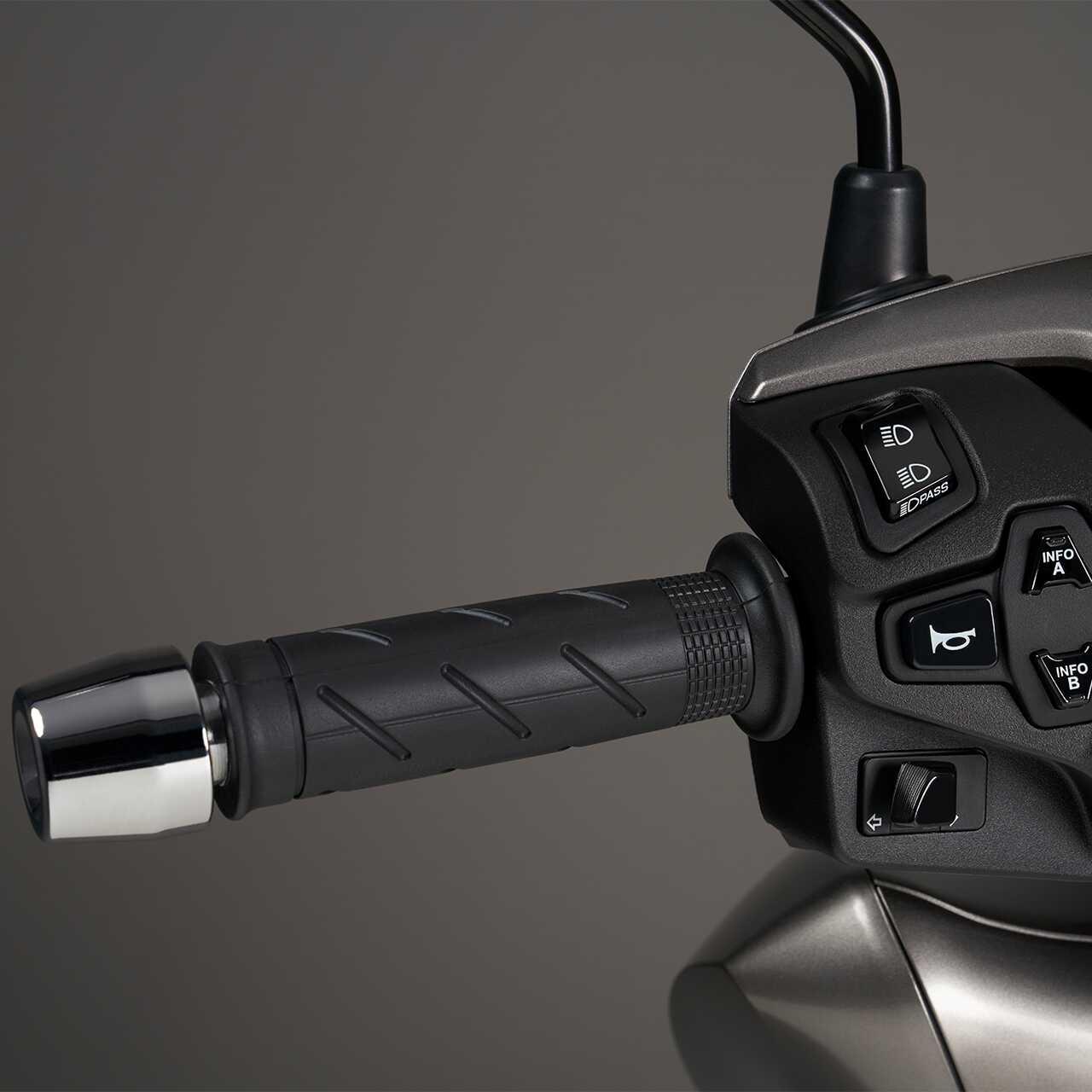 Honda SH350i – VYHŘÍVANÉ RUKOJETI