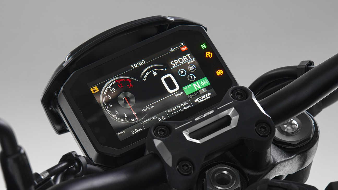 """CB1000R Black Edition, 5"""" displej TFT se systémem hlasového ovládání chytrého telefonu Honda."""