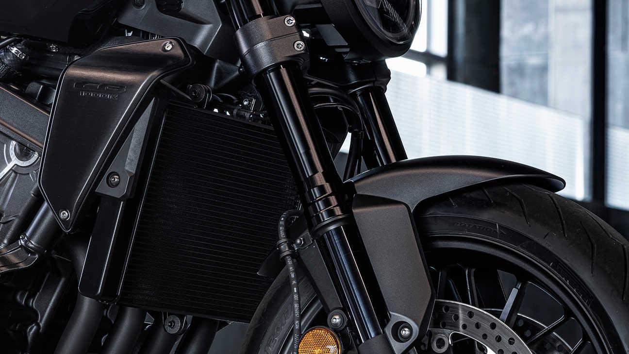 CB1000R Black Edition, zavěšení předního kola včerné
