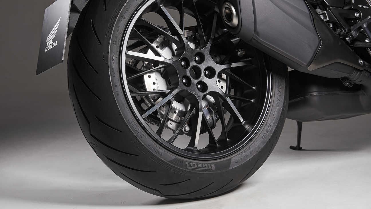 CB1000R Black Edition, ozdobné detaily