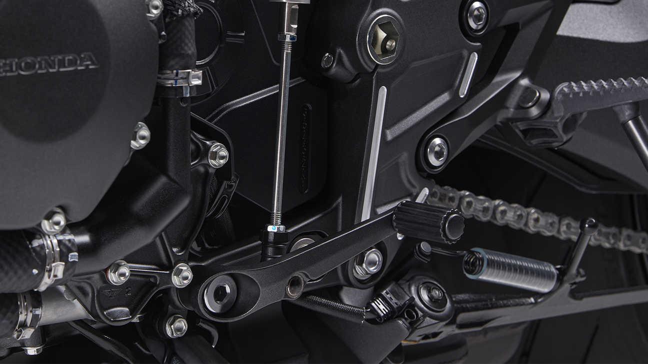 CB1000R Black Edition, tříúrovňové rychlořazení