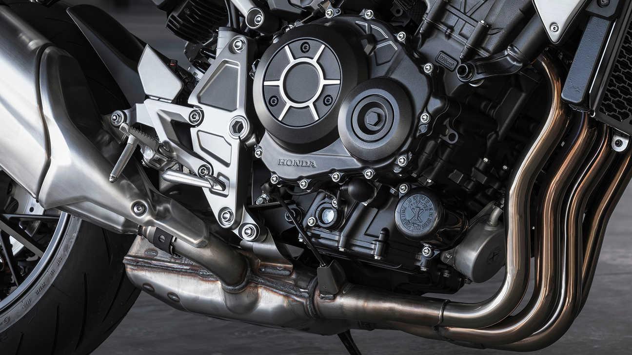 Honda CB1000R, vzrušující řadový čtyřválcový motor