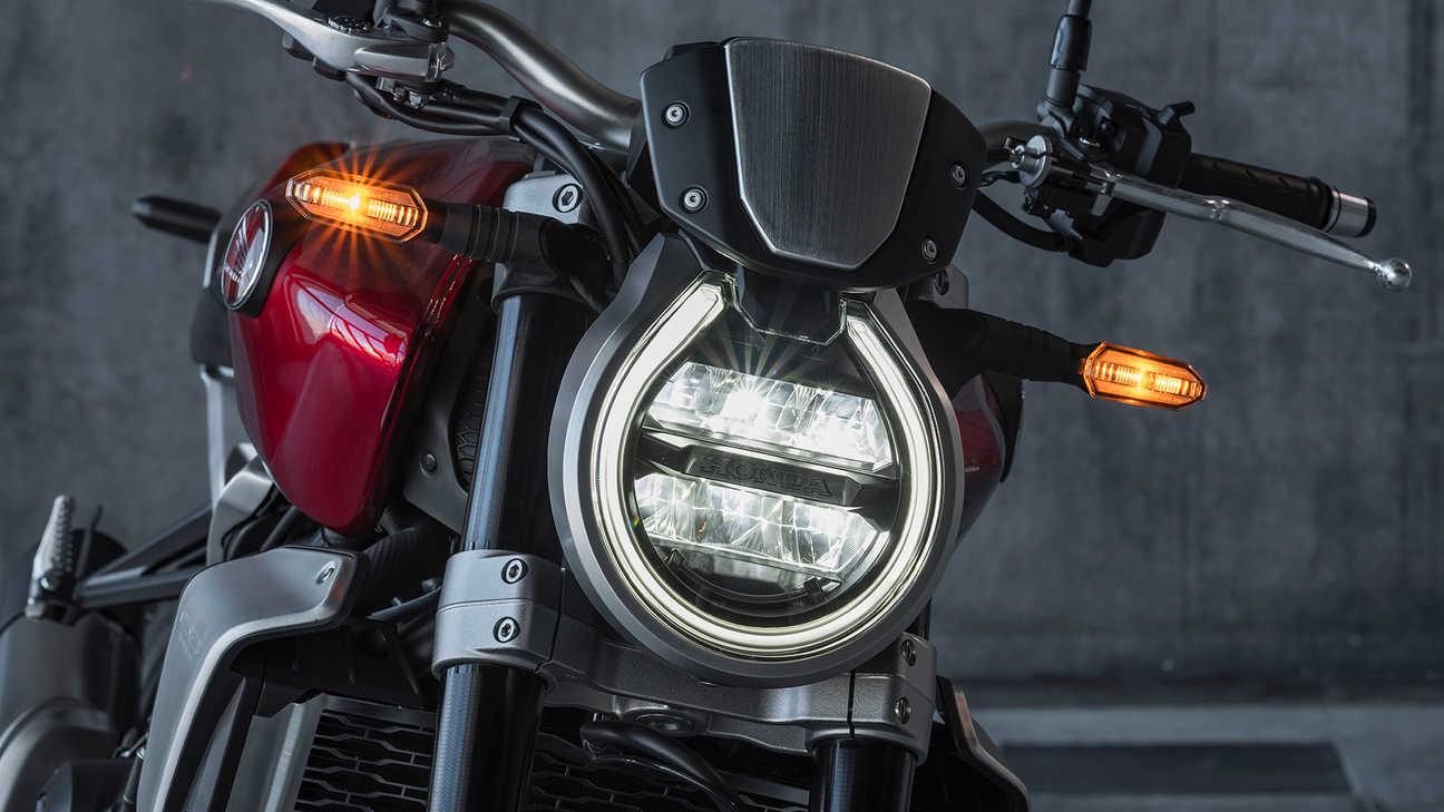 Honda CB1000R, plnou parou vpřed