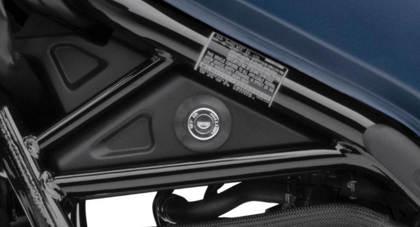 Detailní záběr klíčku motocyklu Honda CMX500 Rebel.