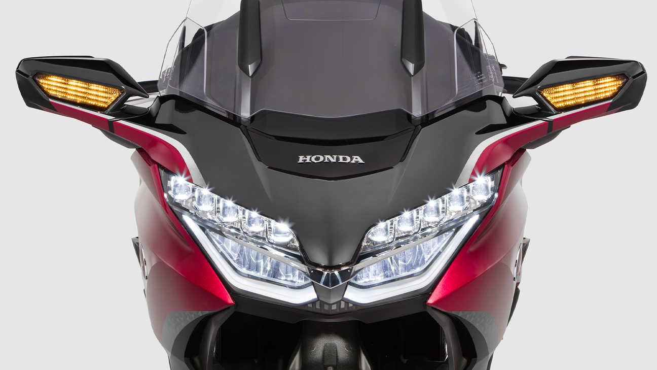Honda Gold Wing Tour, plné LED osvětlení s LED mlhovými světlomety