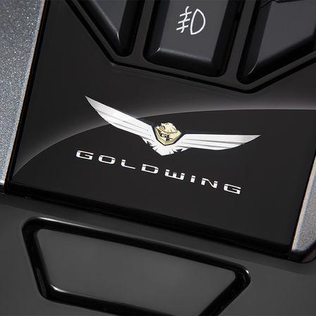 Honda Gold Wing Tour o jezdce pečuje